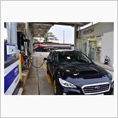 スバル車の給油口はなぜ右側に?